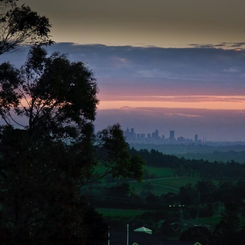 Melbourne in the background at 105mm, F4, 1/640 sec, ISO 320.